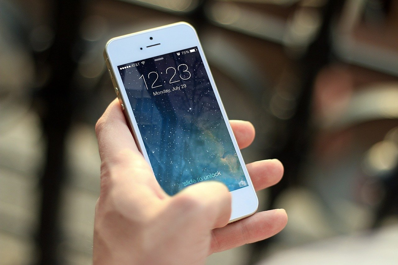 buying a smartphone for seniors